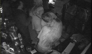 lindsay-lohan-sam-ronson-kiss-01