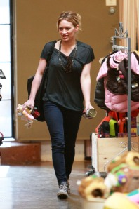 Hilary Duff Shopping At A Pet Store